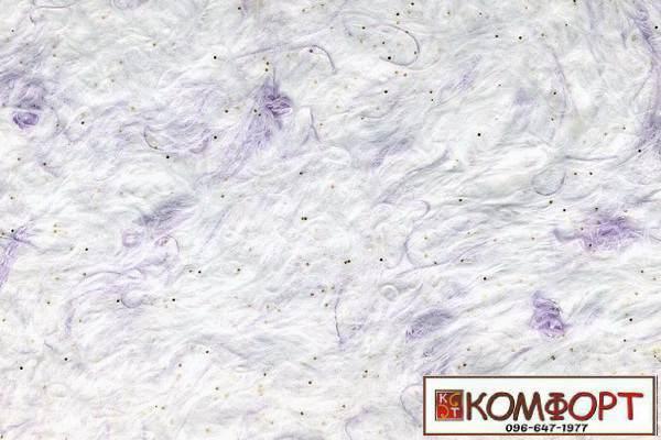 Образец жидких обоев Стиль белого цвета с добавлением окрашенного волокна в сиреневый, цвет