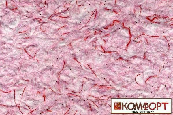 Образец жидких обоев Стиль белого цвета с добавлением окрашенного волокна в красный, сиреневый цвет