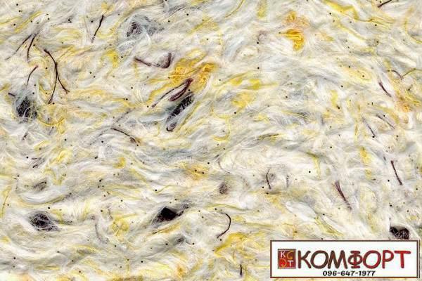 Образец жидких обоев Стиль белого цвета с добавлением блесток и окрашенного волокна в коричневый, желтый цвет